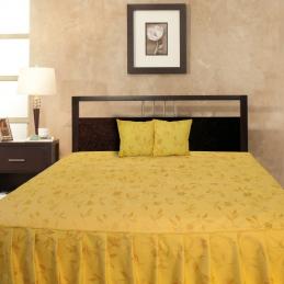 Cuvertura de pat cu baza matlasata si volane GARO