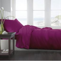 Lenjerie de pat in nuanta roz fuchsia.